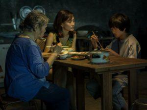 《野雀之詩》三人同桌吃飯