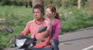 紀錄片《阿紫》阿龍騎車載阿紫