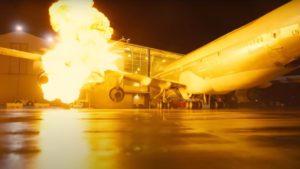 《天能》撞毀一架真的飛機