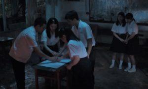影集版《返校》多位學生大膽闖入涵翠樓玩筆仙恐怖遊戲