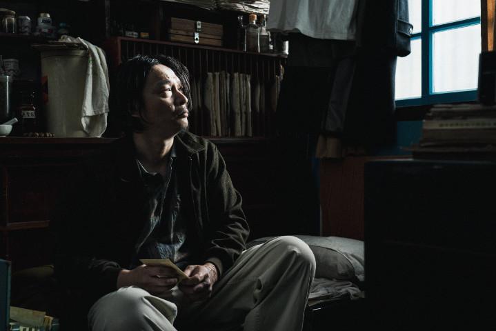 影集版《返校》中年精神異常恐懼纏身的魏仲廷