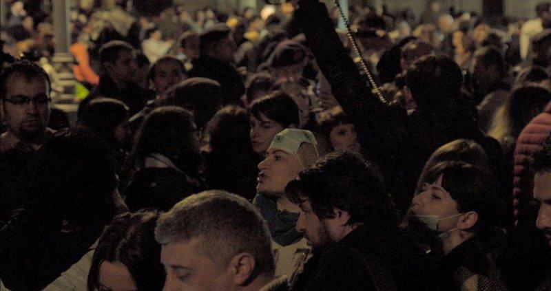 《一場大火之後》人民上街抗議