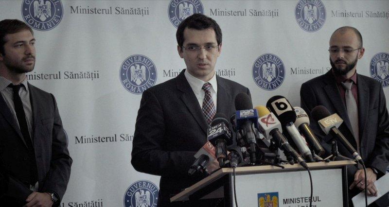 《一場大火之後》新任衛服部長弗拉德面對媒體提問吱吱嗚嗚