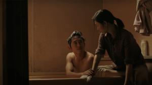 《夢想之地》莫妮卡為雅各擦澡